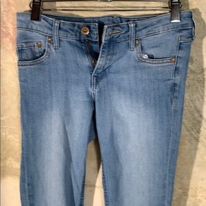 Selling woman's junior jeans from H & M